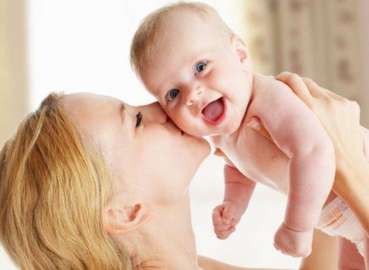 La importancia del cariño en el bebé