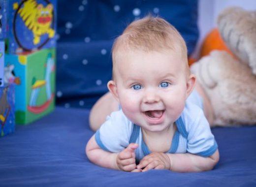 Por qué aprenden a rodar los bebés