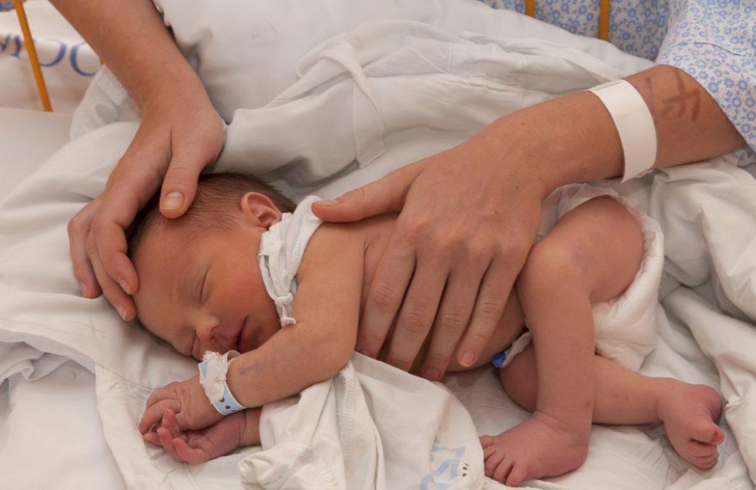 profesionale en la sala de parto