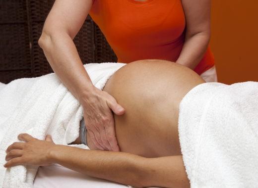 Cambiar posición del bebé al nacer
