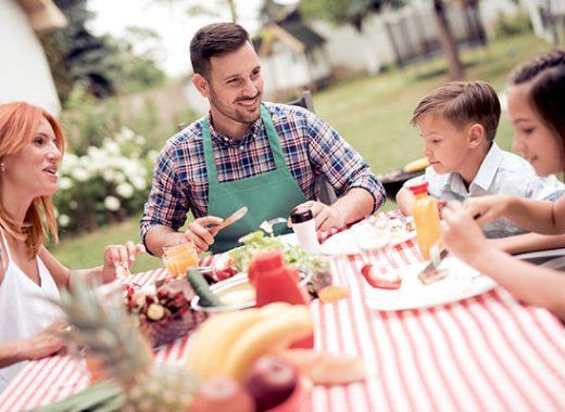 Cómo y por qué inculcar buenos modales en la mesa