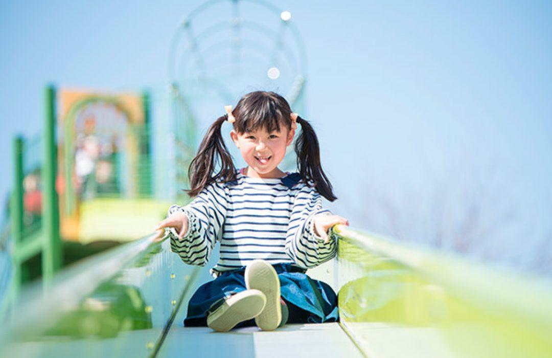 La importancia de que los niños jueguen al aire libre