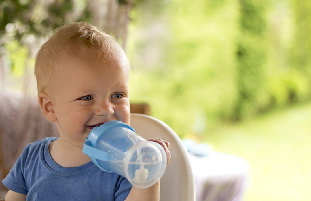 Cuándo empezar a ofrecer agua al bebé