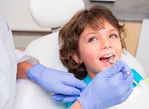 La primera vez del niño en el dentista