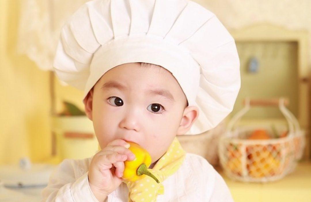 El baby-led weaning reconocido por la AEP