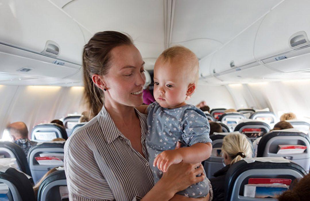 En avión con el bebé: apúntate estos consejos de seguridad
