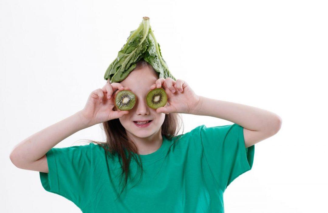Cómo hacer que los niños coman ensalada