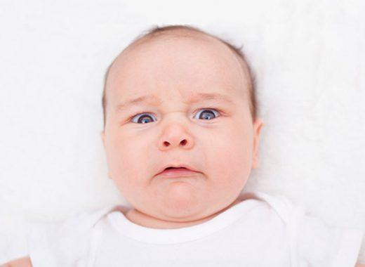 el bebé se asusta con los ruidos