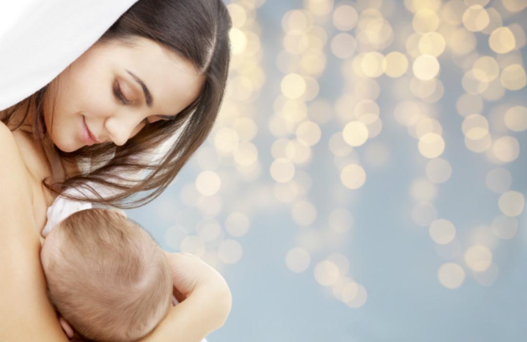"""¿Has amamantado a tu bebé todo un año? Entonces tienes unas """"golden boobs"""""""