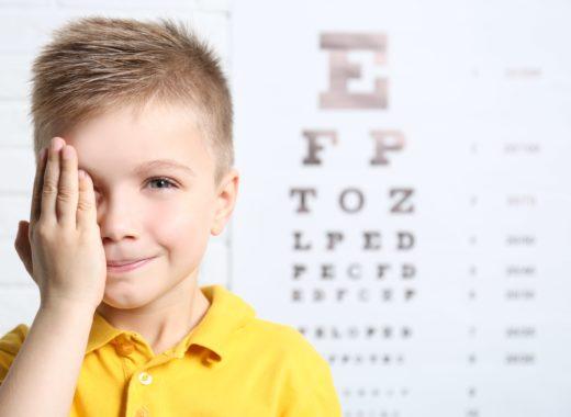 el cuidado de los ojos en los niños