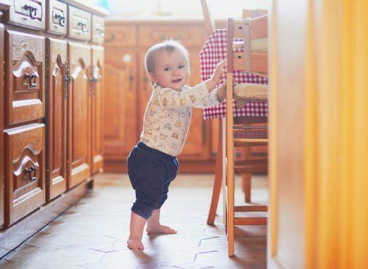como llega el bebe a ponerse de pie
