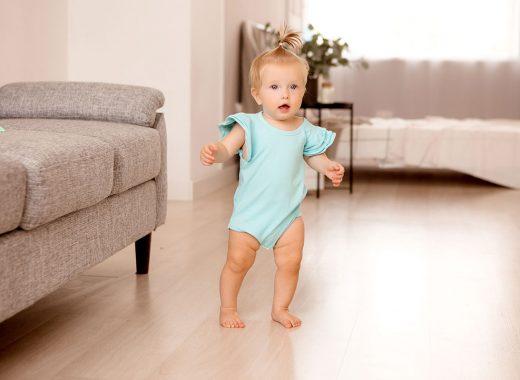 conquista del equilibrio antes de caminar el bebe